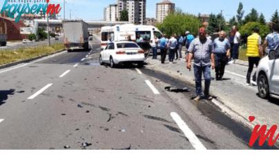 Kayseri Malatya Yolunda Araç Kamyona Çarptı 4 Kişi Yaralandı