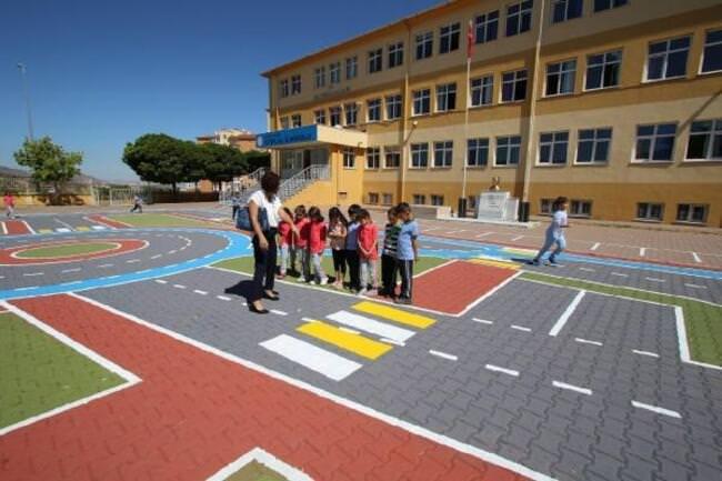 Hacılar Belediyesinden İlkokul Öğrencilerine Trafik Eğitim Pisti