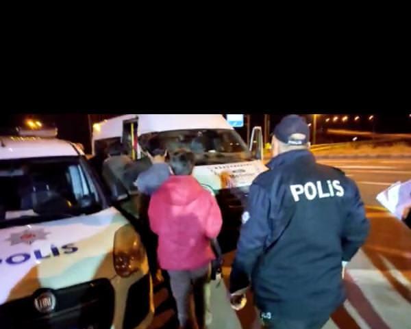 Photo of 15 Kaçak Göçmen Yakalandı